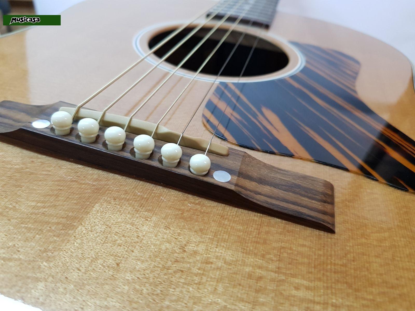 guitarra acustica gibson j 35 dreadnought acoustic guitar con pastilla lrbaggs pickup musicasa. Black Bedroom Furniture Sets. Home Design Ideas
