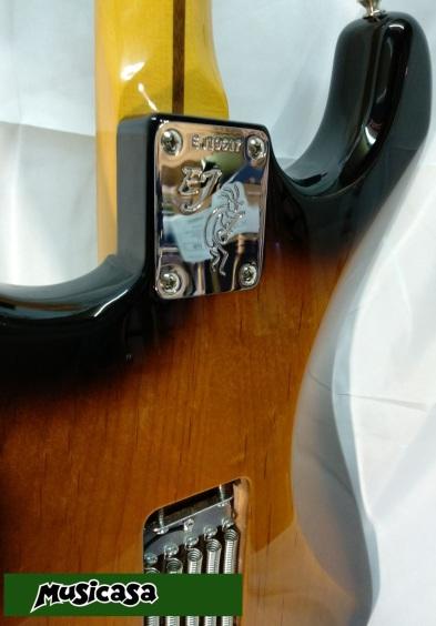 UNBOX Guitarra Fender Eric Johnson Thinline Strat (5)